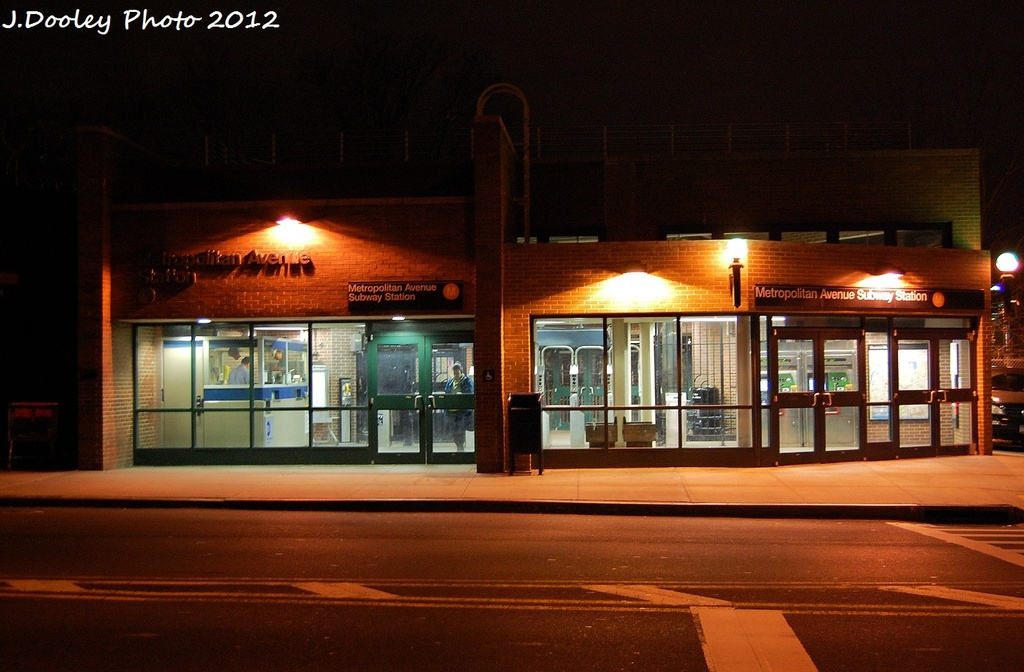 (301k, 1024x672)<br><b>Country:</b> United States<br><b>City:</b> New York<br><b>System:</b> New York City Transit<br><b>Line:</b> BMT Myrtle Avenue Line<br><b>Location:</b> Metropolitan Avenue <br><b>Photo by:</b> John Dooley<br><b>Date:</b> 1/5/2012<br><b>Viewed (this week/total):</b> 0 / 1585