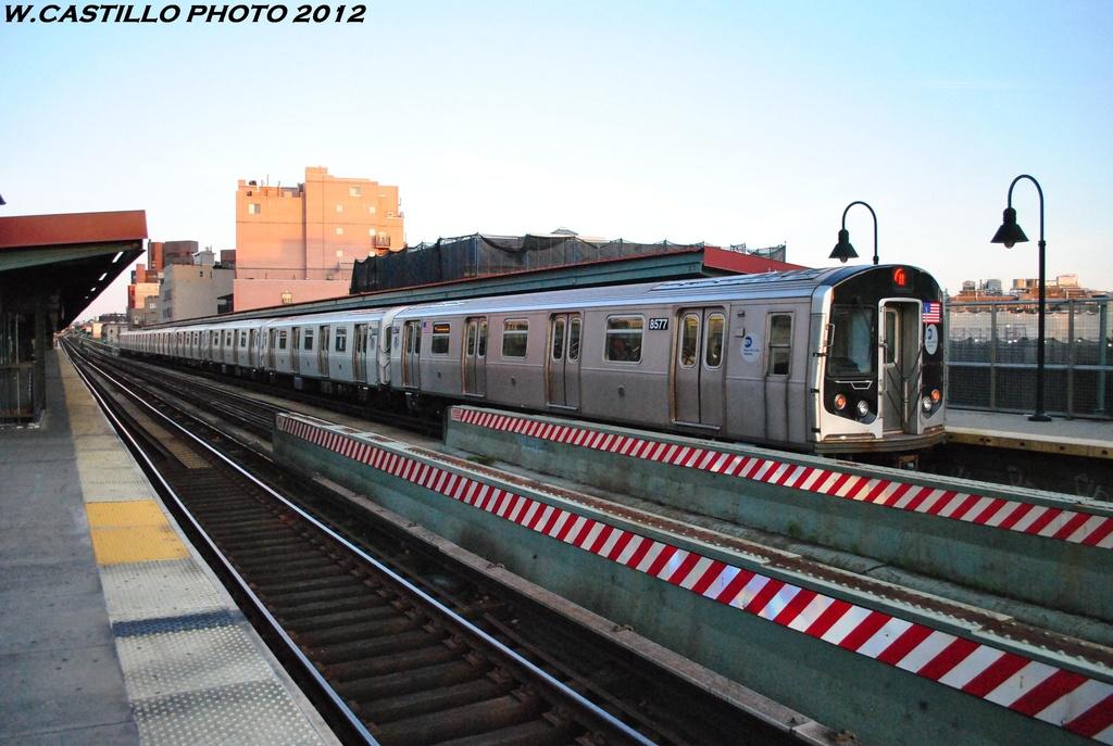 (291k, 1024x687)<br><b>Country:</b> United States<br><b>City:</b> New York<br><b>System:</b> New York City Transit<br><b>Line:</b> BMT Nassau Street/Jamaica Line<br><b>Location:</b> Lorimer Street <br><b>Route:</b> M<br><b>Car:</b> R-160A-1 (Alstom, 2005-2008, 4 car sets)  8577 <br><b>Photo by:</b> Wilfredo Castillo<br><b>Date:</b> 5/18/2012<br><b>Viewed (this week/total):</b> 3 / 817