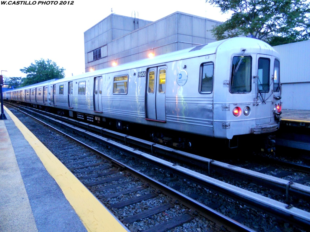 (312k, 1024x768)<br><b>Country:</b> United States<br><b>City:</b> New York<br><b>System:</b> New York City Transit<br><b>Line:</b> IND Rockaway<br><b>Location:</b> Broad Channel <br><b>Route:</b> A<br><b>Car:</b> R-46 (Pullman-Standard, 1974-75) 5956 <br><b>Photo by:</b> Wilfredo Castillo<br><b>Date:</b> 5/25/2012<br><b>Viewed (this week/total):</b> 0 / 800