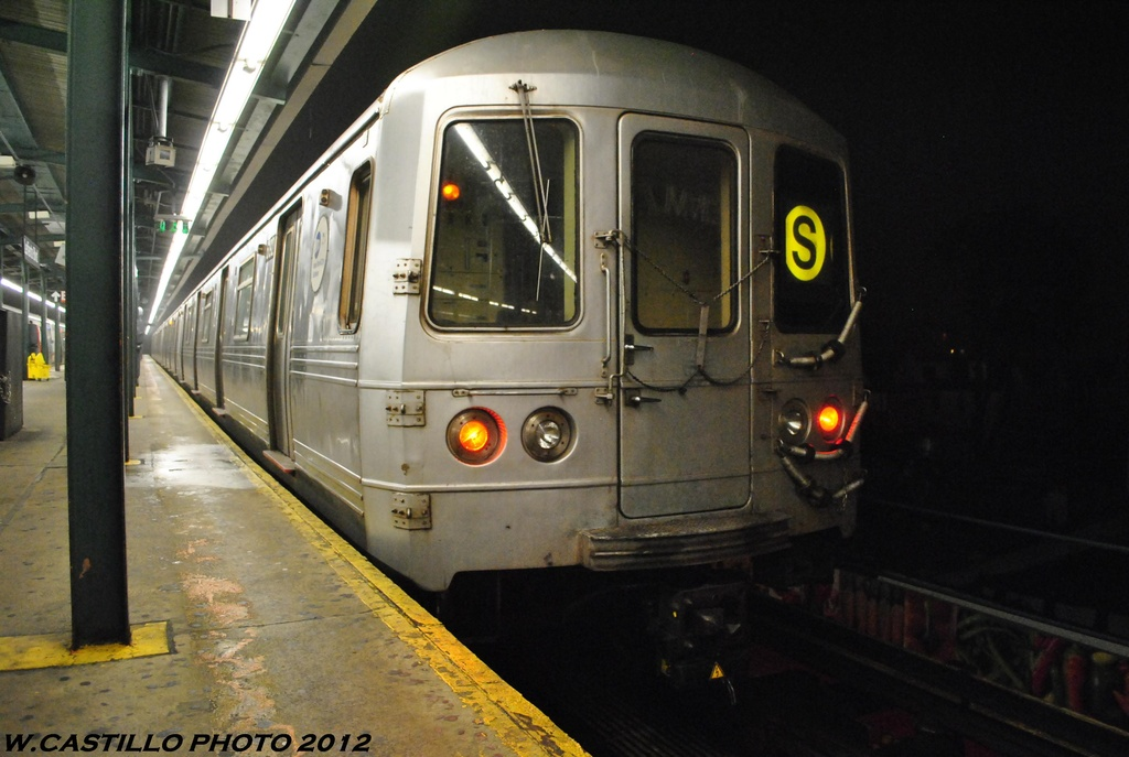 (264k, 1024x687)<br><b>Country:</b> United States<br><b>City:</b> New York<br><b>System:</b> New York City Transit<br><b>Line:</b> IND Fulton Street Line<br><b>Location:</b> Lefferts Boulevard <br><b>Route:</b> S<br><b>Car:</b> R-46 (Pullman-Standard, 1974-75) 6142 <br><b>Photo by:</b> Wilfredo Castillo<br><b>Date:</b> 5/25/2012<br><b>Viewed (this week/total):</b> 0 / 714