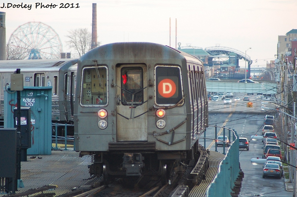 (348k, 1024x680)<br><b>Country:</b> United States<br><b>City:</b> New York<br><b>System:</b> New York City Transit<br><b>Line:</b> BMT West End Line<br><b>Location:</b> Bay 50th Street <br><b>Route:</b> D<br><b>Car:</b> R-68 (Westinghouse-Amrail, 1986-1988)  2526 <br><b>Photo by:</b> John Dooley<br><b>Date:</b> 12/31/2011<br><b>Viewed (this week/total):</b> 1 / 1354