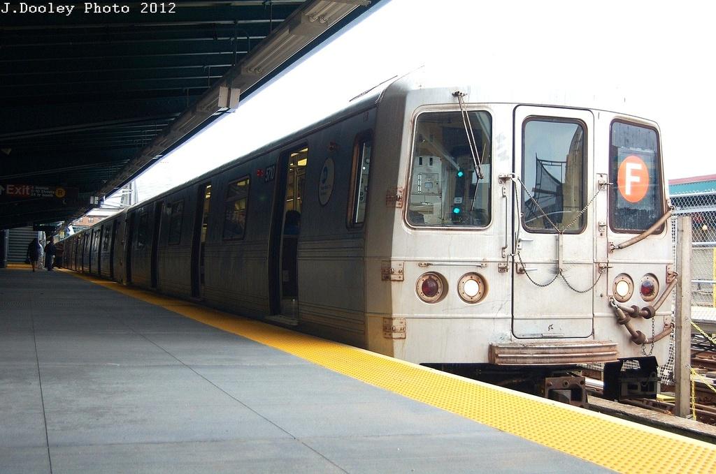 (306k, 1024x679)<br><b>Country:</b> United States<br><b>City:</b> New York<br><b>System:</b> New York City Transit<br><b>Line:</b> IND Crosstown Line<br><b>Location:</b> 4th Avenue <br><b>Route:</b> F<br><b>Car:</b> R-46 (Pullman-Standard, 1974-75) 5710 <br><b>Photo by:</b> John Dooley<br><b>Date:</b> 3/15/2012<br><b>Viewed (this week/total):</b> 0 / 742