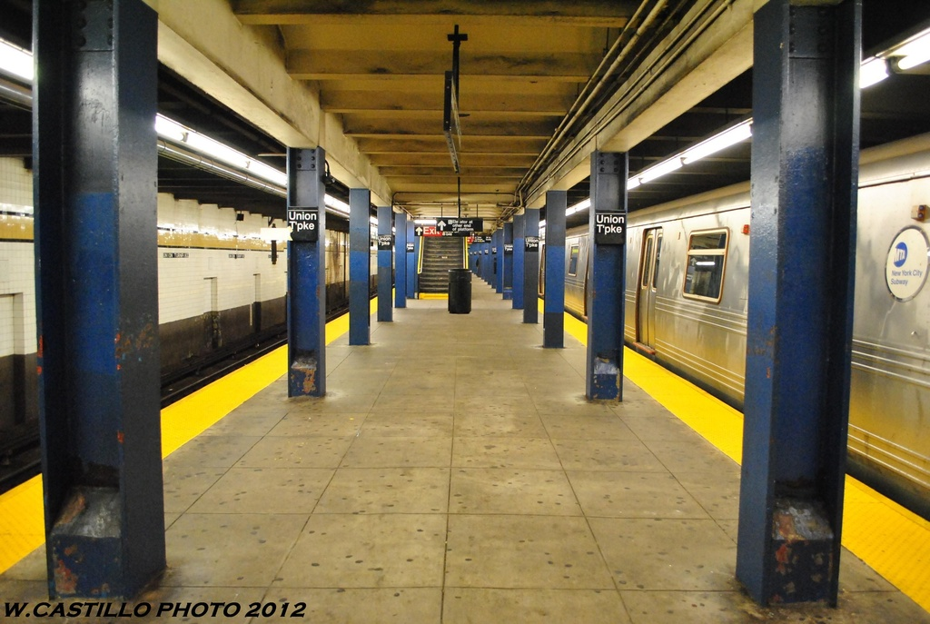 (253k, 1024x687)<br><b>Country:</b> United States<br><b>City:</b> New York<br><b>System:</b> New York City Transit<br><b>Line:</b> IND Queens Boulevard Line<br><b>Location:</b> Union Turnpike/Kew Gardens <br><b>Photo by:</b> Wilfredo Castillo<br><b>Date:</b> 6/2012<br><b>Viewed (this week/total):</b> 2 / 692