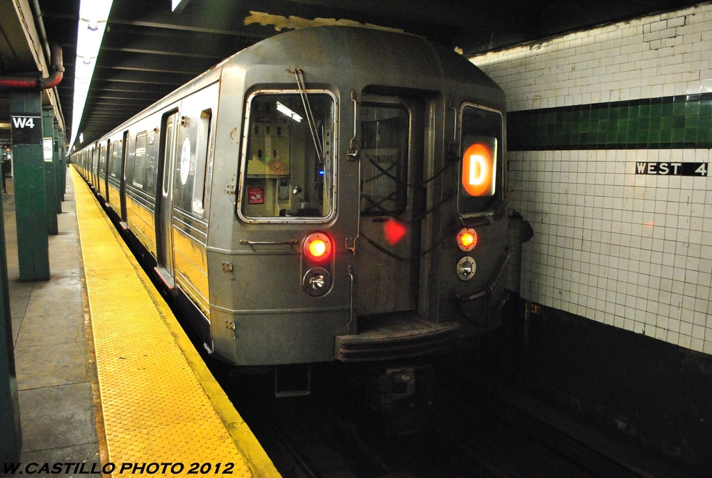 (263k, 1024x687)<br><b>Country:</b> United States<br><b>City:</b> New York<br><b>System:</b> New York City Transit<br><b>Line:</b> IND 8th Avenue Line<br><b>Location:</b> West 4th Street/Washington Square <br><b>Route:</b> D<br><b>Car:</b> R-68 (Westinghouse-Amrail, 1986-1988)  2864 <br><b>Photo by:</b> Wilfredo Castillo<br><b>Date:</b> 6/2012<br><b>Viewed (this week/total):</b> 2 / 812