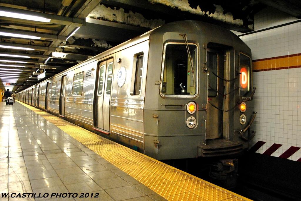 (296k, 1024x687)<br><b>Country:</b> United States<br><b>City:</b> New York<br><b>System:</b> New York City Transit<br><b>Line:</b> IND 8th Avenue Line<br><b>Location:</b> 14th Street <br><b>Route:</b> D reroute<br><b>Car:</b> R-68 (Westinghouse-Amrail, 1986-1988)  2636 <br><b>Photo by:</b> Wilfredo Castillo<br><b>Date:</b> 6/2012<br><b>Viewed (this week/total):</b> 0 / 762