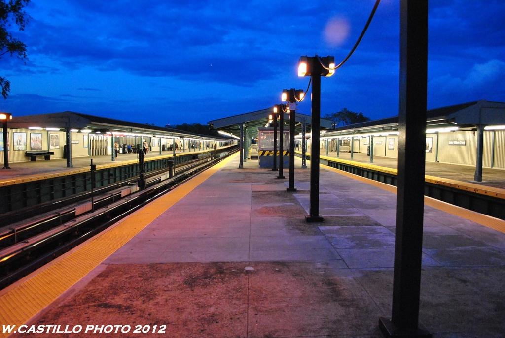 (255k, 1024x687)<br><b>Country:</b> United States<br><b>City:</b> New York<br><b>System:</b> New York City Transit<br><b>Line:</b> IRT Flushing Line<br><b>Location:</b> Willets Point/Mets (fmr. Shea Stadium) <br><b>Photo by:</b> Wilfredo Castillo<br><b>Date:</b> 6/2012<br><b>Viewed (this week/total):</b> 1 / 794