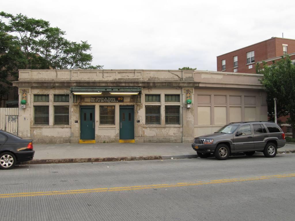 (111k, 1024x768)<br><b>Country:</b> United States<br><b>City:</b> New York<br><b>System:</b> New York City Transit<br><b>Line:</b> BMT West End Line<br><b>Location:</b> 62nd Street <br><b>Photo by:</b> Robbie Rosenfeld<br><b>Date:</b> 6/11/2012<br><b>Viewed (this week/total):</b> 5 / 847