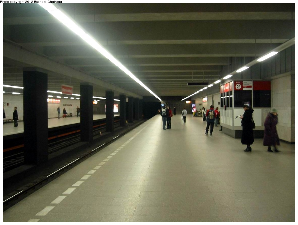 (191k, 1044x788)<br><b>Country:</b> Czech Republic<br><b>City:</b> Prague<br><b>System:</b> Dopravni podnik Prahy <br><b>Line:</b> Prague Metro-C<br><b>Location:</b> Hlavní nádraží (Main Station) <br><b>Photo by:</b> Bernard Chatreau<br><b>Date:</b> 2/21/2004<br><b>Viewed (this week/total):</b> 0 / 291