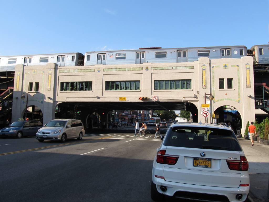 (105k, 1024x768)<br><b>Country:</b> United States<br><b>City:</b> New York<br><b>System:</b> New York City Transit<br><b>Line:</b> BMT West End Line<br><b>Location:</b> Bay Parkway <br><b>Route:</b> D<br><b>Car:</b> R-68 (Westinghouse-Amrail, 1986-1988)   <br><b>Photo by:</b> Robbie Rosenfeld<br><b>Date:</b> 7/9/2012<br><b>Notes:</b> View from street.<br><b>Viewed (this week/total):</b> 1 / 1429