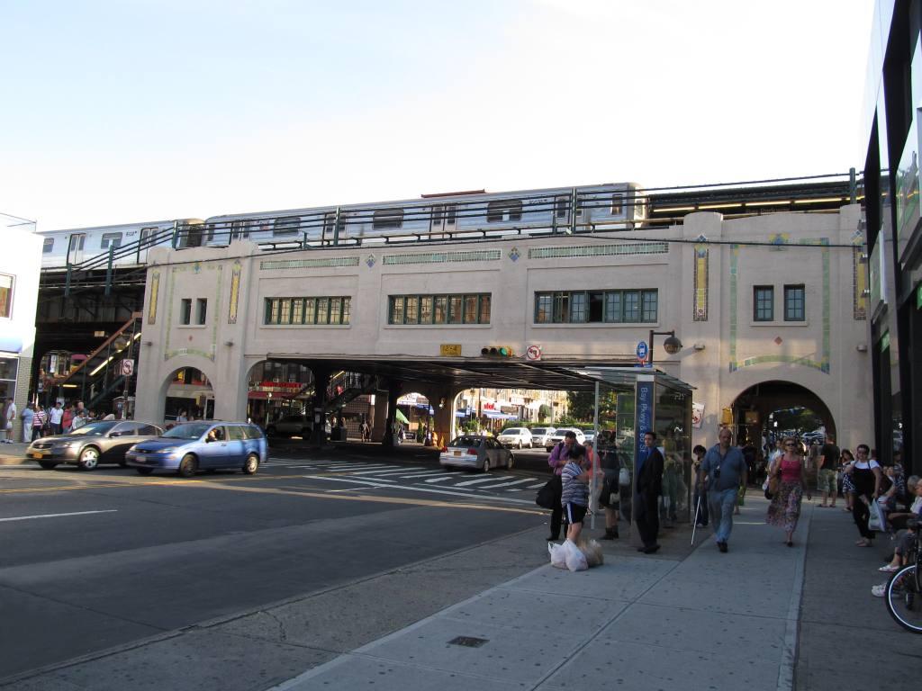 (104k, 1024x768)<br><b>Country:</b> United States<br><b>City:</b> New York<br><b>System:</b> New York City Transit<br><b>Line:</b> BMT West End Line<br><b>Location:</b> Bay Parkway <br><b>Route:</b> D<br><b>Car:</b> R-68 (Westinghouse-Amrail, 1986-1988)   <br><b>Photo by:</b> Robbie Rosenfeld<br><b>Date:</b> 7/9/2012<br><b>Notes:</b> View from street.<br><b>Viewed (this week/total):</b> 1 / 1366