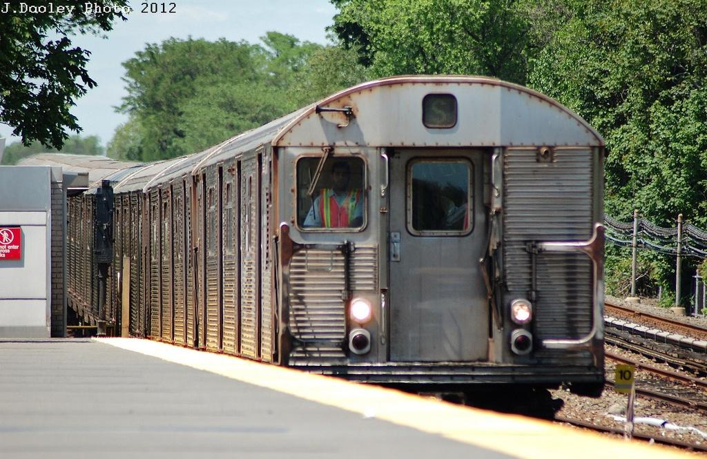 (380k, 1024x665)<br><b>Country:</b> United States<br><b>City:</b> New York<br><b>System:</b> New York City Transit<br><b>Line:</b> IND Rockaway<br><b>Location:</b> Howard Beach <br><b>Route:</b> S<br><b>Car:</b> R-32 (Budd, 1964)   <br><b>Photo by:</b> John Dooley<br><b>Date:</b> 5/31/2012<br><b>Viewed (this week/total):</b> 0 / 1297