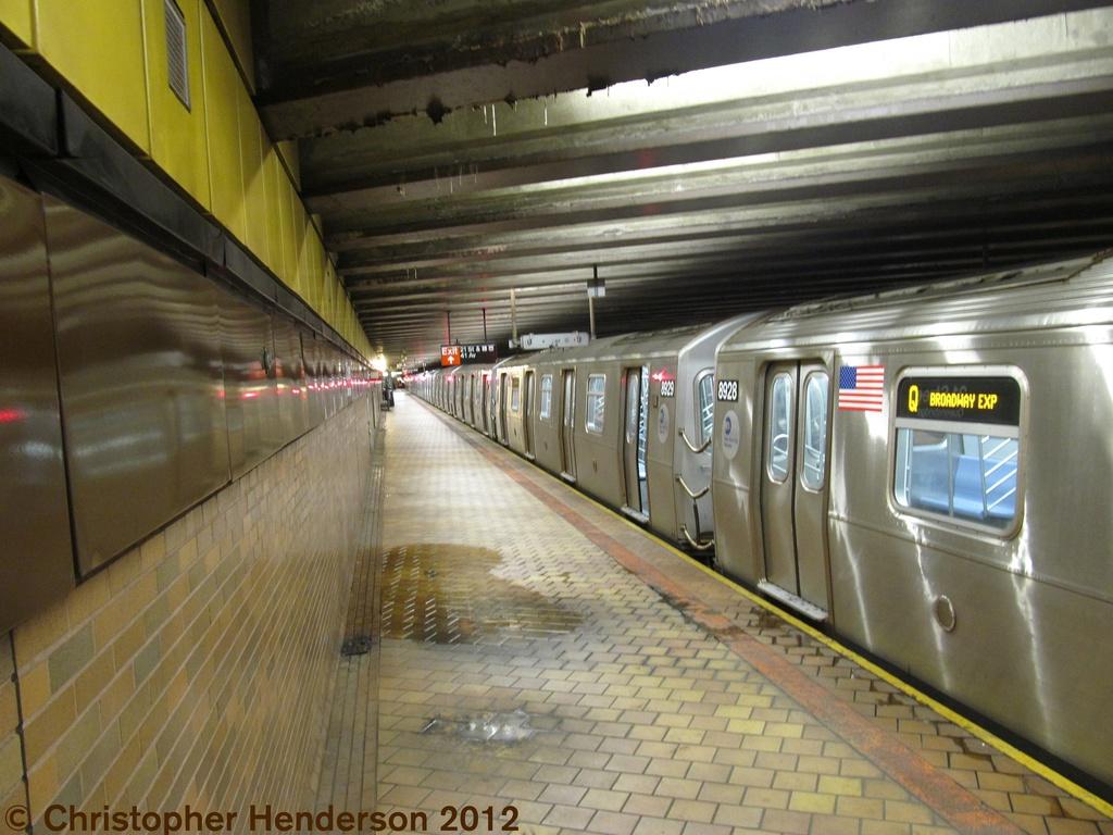 (269k, 1024x768)<br><b>Country:</b> United States<br><b>City:</b> New York<br><b>System:</b> New York City Transit<br><b>Line:</b> IND 63rd Street<br><b>Location:</b> 21st Street/Queensbridge <br><b>Route:</b> Q<br><b>Car:</b> R-160B (Kawasaki, 2005-2008)  8928 <br><b>Photo by:</b> Christopher Henderson<br><b>Date:</b> 7/27/2012<br><b>Viewed (this week/total):</b> 5 / 1578