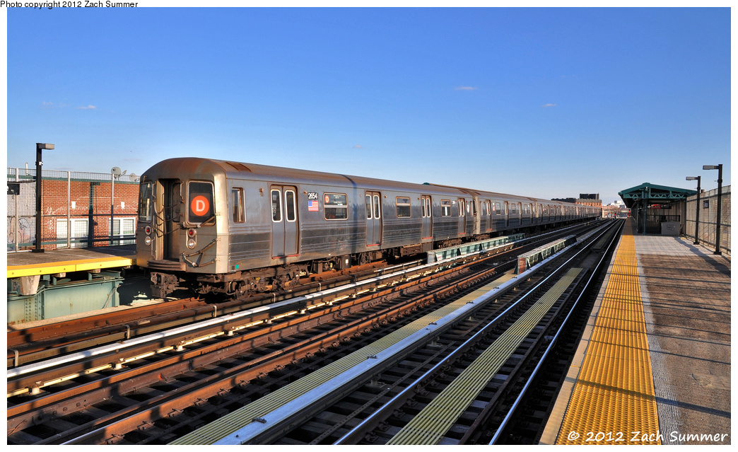 (389k, 1044x639)<br><b>Country:</b> United States<br><b>City:</b> New York<br><b>System:</b> New York City Transit<br><b>Line:</b> BMT West End Line<br><b>Location:</b> 25th Avenue <br><b>Route:</b> D<br><b>Car:</b> R-68 (Westinghouse-Amrail, 1986-1988)  2654 <br><b>Photo by:</b> Zach Summer<br><b>Date:</b> 2/5/2012<br><b>Viewed (this week/total):</b> 1 / 1116