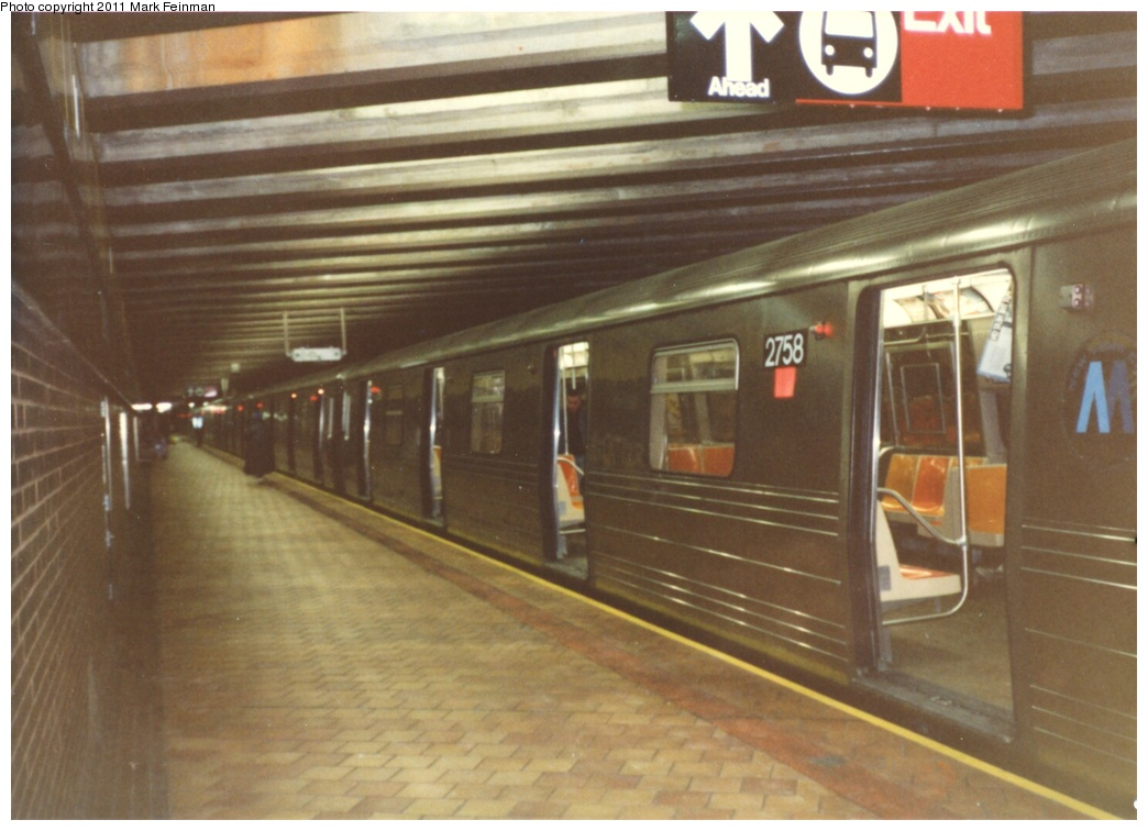 (226k, 1044x756)<br><b>Country:</b> United States<br><b>City:</b> New York<br><b>System:</b> New York City Transit<br><b>Line:</b> IND 63rd Street<br><b>Location:</b> 21st Street/Queensbridge <br><b>Route:</b> Q<br><b>Car:</b> R-68 (Westinghouse-Amrail, 1986-1988)  2758 <br><b>Photo by:</b> Mark S. Feinman<br><b>Date:</b> 1989<br><b>Viewed (this week/total):</b> 2 / 1800