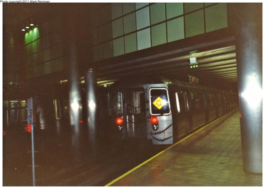 (289k, 1044x743)<br><b>Country:</b> United States<br><b>City:</b> New York<br><b>System:</b> New York City Transit<br><b>Line:</b> IND 63rd Street<br><b>Location:</b> 21st Street/Queensbridge <br><b>Route:</b> Q<br><b>Car:</b> R-68 (Westinghouse-Amrail, 1986-1988)   <br><b>Photo by:</b> Mark S. Feinman<br><b>Date:</b> 1989<br><b>Viewed (this week/total):</b> 6 / 2217