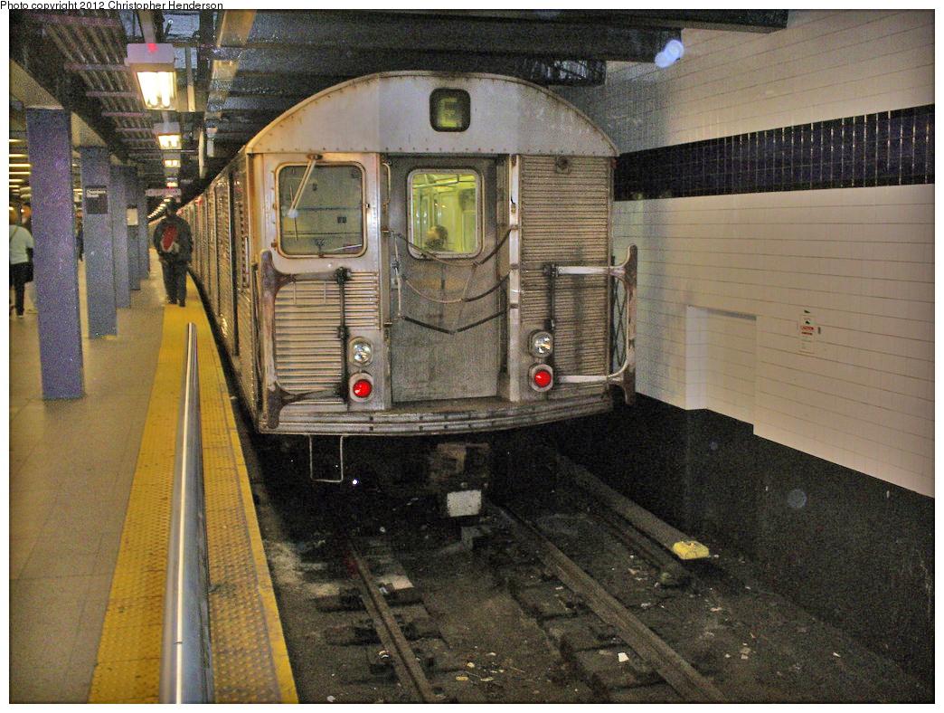 (518k, 1044x788)<br><b>Country:</b> United States<br><b>City:</b> New York<br><b>System:</b> New York City Transit<br><b>Line:</b> IND 8th Avenue Line<br><b>Location:</b> Chambers Street/World Trade Center <br><b>Route:</b> E<br><b>Car:</b> R-32 (Budd, 1964)   <br><b>Photo by:</b> Christopher Henderson<br><b>Date:</b> 3/19/2009<br><b>Viewed (this week/total):</b> 0 / 981