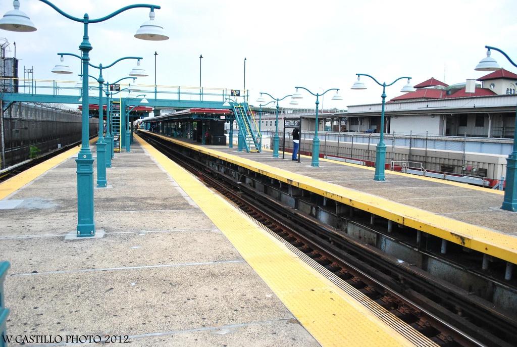 (348k, 1024x687)<br><b>Country:</b> United States<br><b>City:</b> New York<br><b>System:</b> New York City Transit<br><b>Line:</b> IRT White Plains Road Line<br><b>Location:</b> East 180th Street <br><b>Photo by:</b> Wilfredo Castillo<br><b>Date:</b> 8/9/2012<br><b>Viewed (this week/total):</b> 0 / 850