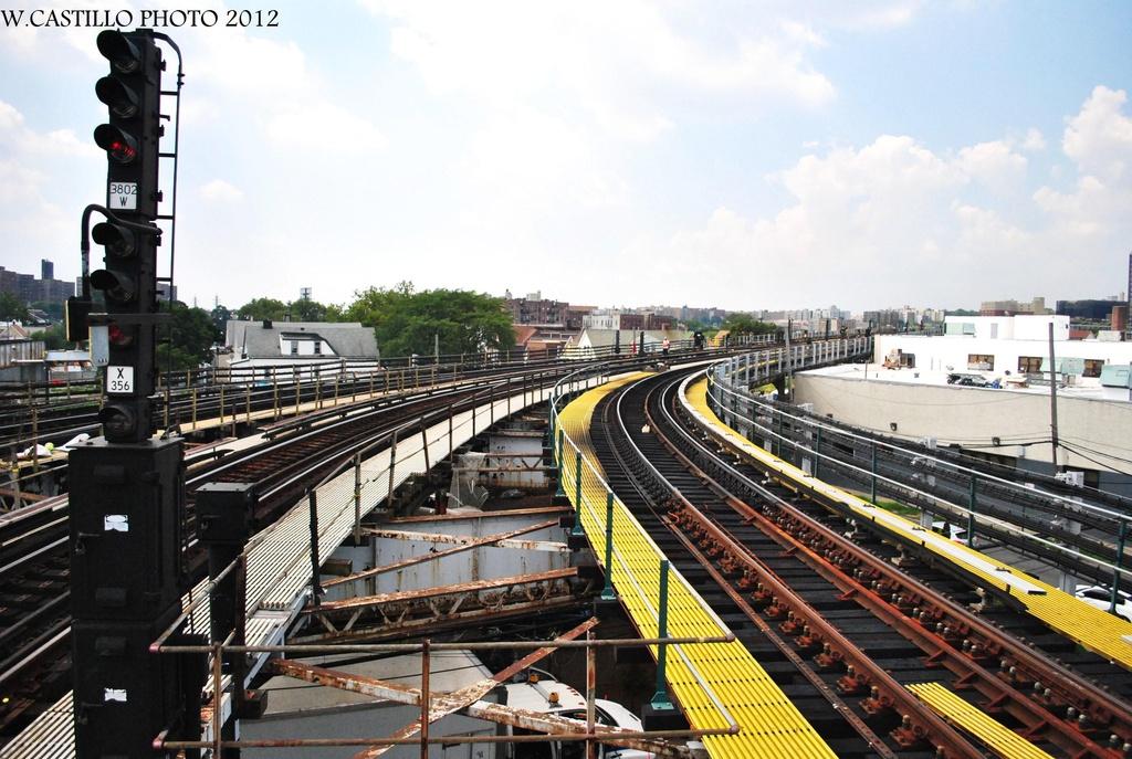 (338k, 1024x687)<br><b>Country:</b> United States<br><b>City:</b> New York<br><b>System:</b> New York City Transit<br><b>Line:</b> IRT White Plains Road Line<br><b>Location:</b> East 180th Street <br><b>Photo by:</b> Wilfredo Castillo<br><b>Date:</b> 8/9/2012<br><b>Notes:</b> View south.<br><b>Viewed (this week/total):</b> 2 / 874