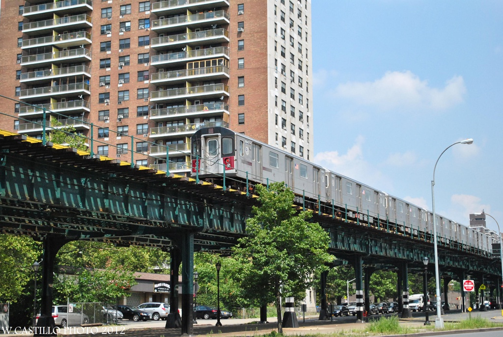(379k, 1024x687)<br><b>Country:</b> United States<br><b>City:</b> New York<br><b>System:</b> New York City Transit<br><b>Line:</b> IRT White Plains Road Line<br><b>Location:</b> Allerton Avenue <br><b>Route:</b> 2<br><b>Car:</b> R-142 (Primary Order, Bombardier, 1999-2002)  6641 <br><b>Photo by:</b> Wilfredo Castillo<br><b>Date:</b> 8/9/2012<br><b>Viewed (this week/total):</b> 0 / 1420