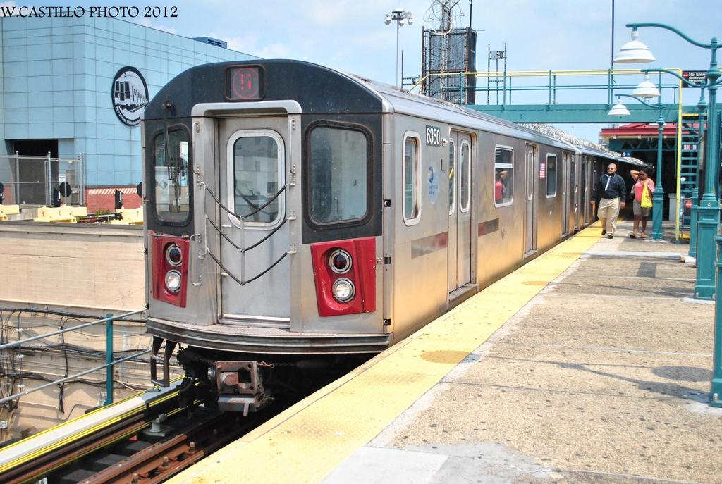(341k, 1024x687)<br><b>Country:</b> United States<br><b>City:</b> New York<br><b>System:</b> New York City Transit<br><b>Line:</b> IRT White Plains Road Line<br><b>Location:</b> East 180th Street <br><b>Route:</b> 5<br><b>Car:</b> R-142 (Primary Order, Bombardier, 1999-2002)  6350 <br><b>Photo by:</b> Wilfredo Castillo<br><b>Date:</b> 8/9/2012<br><b>Viewed (this week/total):</b> 0 / 1006