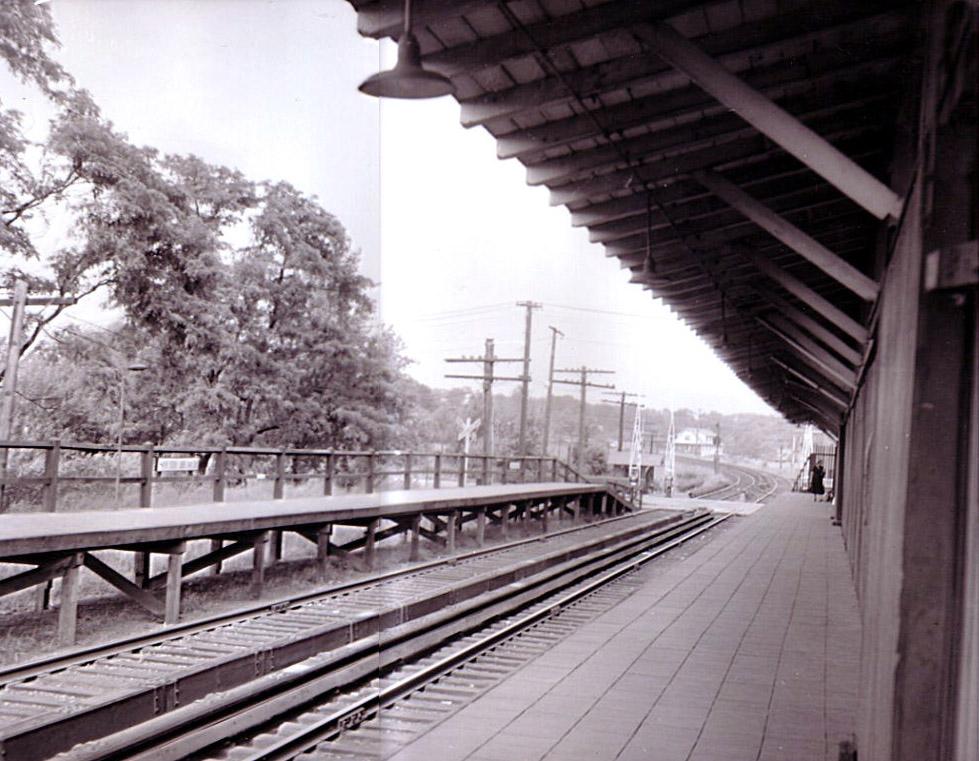 (213k, 979x761)<br><b>Country:</b> United States<br><b>City:</b> New York<br><b>System:</b> New York City Transit<br><b>Line:</b> SIRT South Beach Line<br><b>Location:</b> South Beach <br><b>Collection of:</b> Gary Owen<br><b>Viewed (this week/total):</b> 2 / 1019