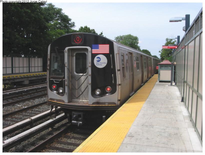(175k, 820x620)<br><b>Country:</b> United States<br><b>City:</b> New York<br><b>System:</b> New York City Transit<br><b>Line:</b> BMT Brighton Line<br><b>Location:</b> Avenue U <br><b>Route:</b> Q<br><b>Car:</b> R-160B (Kawasaki, 2005-2008)  8762 <br><b>Photo by:</b> Jorge Catayi<br><b>Date:</b> 8/8/2012<br><b>Viewed (this week/total):</b> 1 / 867