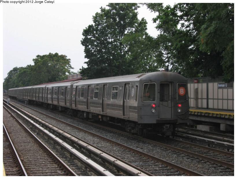 (203k, 820x620)<br><b>Country:</b> United States<br><b>City:</b> New York<br><b>System:</b> New York City Transit<br><b>Line:</b> BMT Brighton Line<br><b>Location:</b> Avenue U <br><b>Route:</b> B<br><b>Car:</b> R-68A (Kawasaki, 1988-1989)  5046 <br><b>Photo by:</b> Jorge Catayi<br><b>Date:</b> 8/8/2012<br><b>Viewed (this week/total):</b> 6 / 682