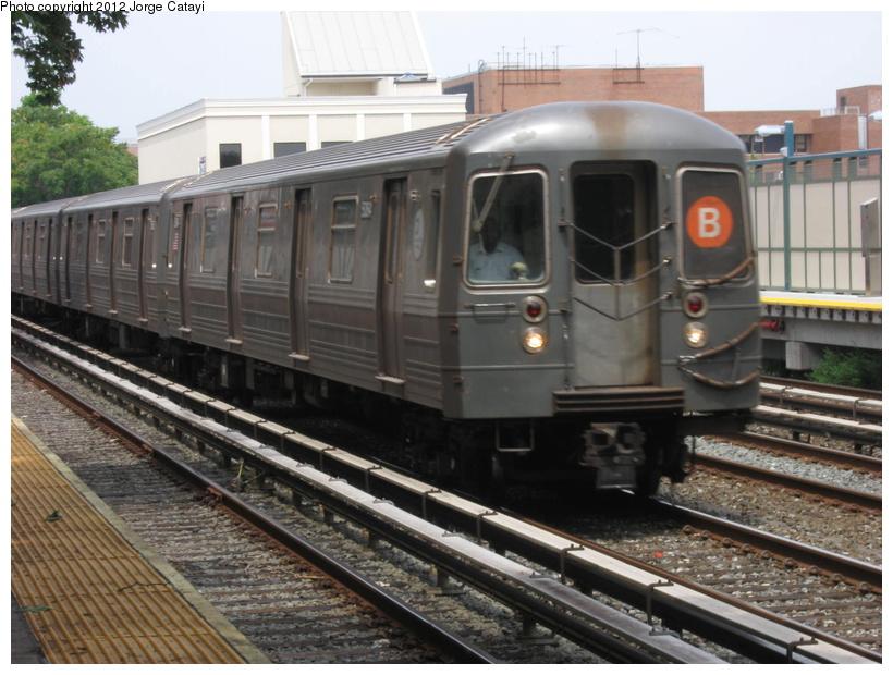 (211k, 820x620)<br><b>Country:</b> United States<br><b>City:</b> New York<br><b>System:</b> New York City Transit<br><b>Line:</b> BMT Brighton Line<br><b>Location:</b> Avenue M <br><b>Route:</b> B<br><b>Car:</b> R-68A (Kawasaki, 1988-1989)  5164 <br><b>Photo by:</b> Jorge Catayi<br><b>Date:</b> 8/8/2012<br><b>Viewed (this week/total):</b> 3 / 721