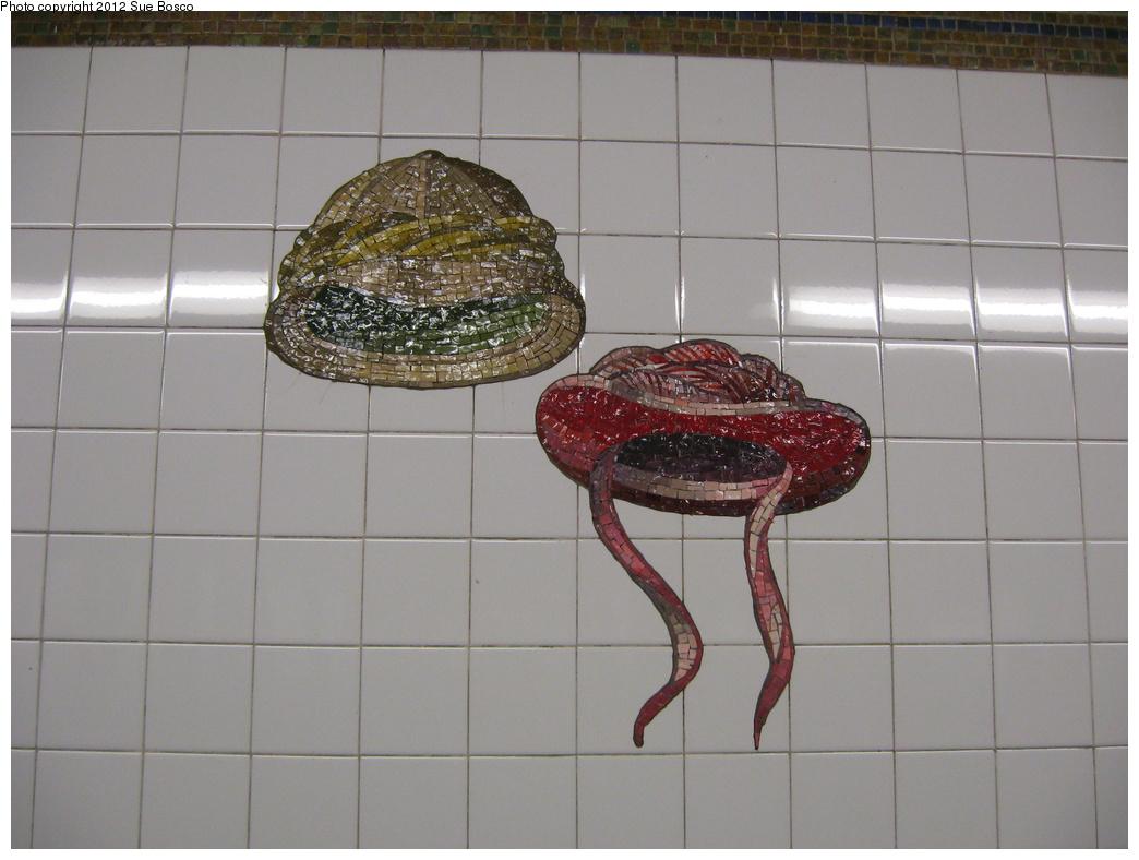 (271k, 1044x788)<br><b>Country:</b> United States<br><b>City:</b> New York<br><b>System:</b> New York City Transit<br><b>Line:</b> BMT Broadway Line<br><b>Location:</b> 23rd Street <br><b>Photo by:</b> Sue Bosco<br><b>Date:</b> 4/25/2012<br><b>Artwork:</b> <i>Memories of Twenty-Third Street</i>, Keith Godard (2002).<br><b>Notes:</b> Stanford White's and Evelyn Nesbit's hats.<br><b>Viewed (this week/total):</b> 0 / 1126