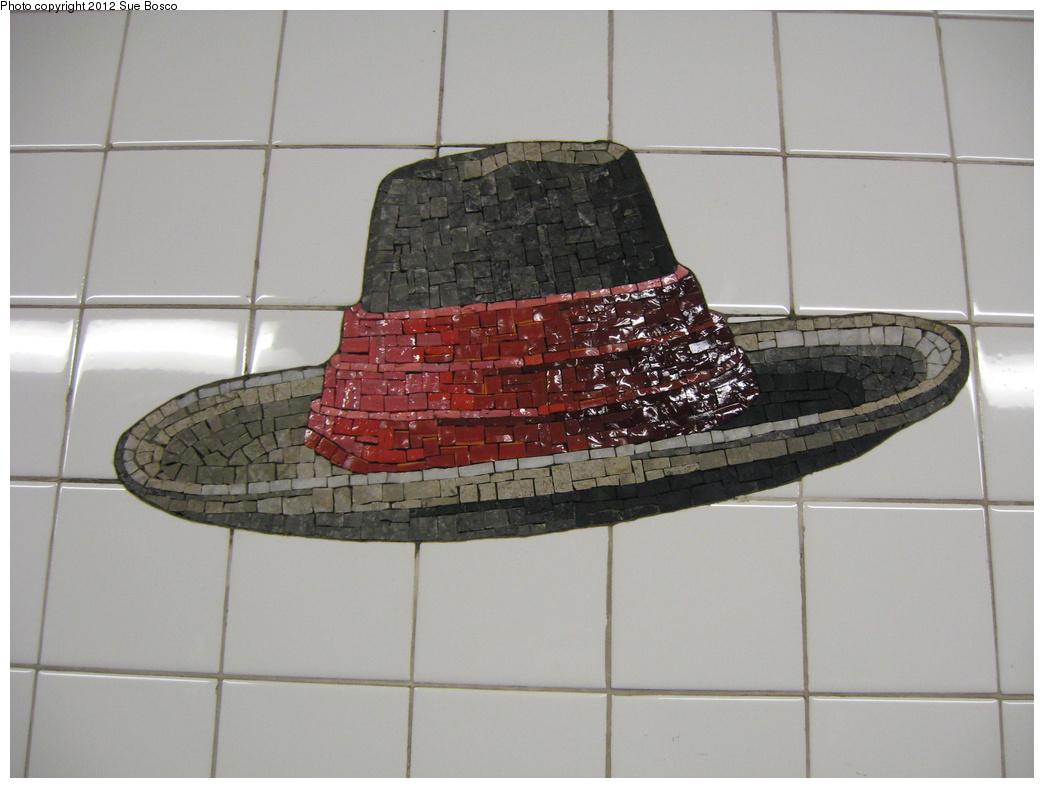 (260k, 1044x788)<br><b>Country:</b> United States<br><b>City:</b> New York<br><b>System:</b> New York City Transit<br><b>Line:</b> BMT Broadway Line<br><b>Location:</b> 23rd Street <br><b>Photo by:</b> Sue Bosco<br><b>Date:</b> 4/25/2012<br><b>Artwork:</b> <i>Memories of Twenty-Third Street</i>, Keith Godard (2002).<br><b>Notes:</b> Winslow Homer's hat.<br><b>Viewed (this week/total):</b> 0 / 21