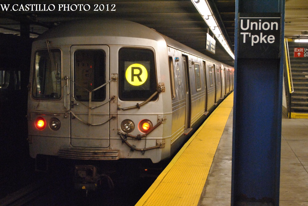 (278k, 1024x687)<br><b>Country:</b> United States<br><b>City:</b> New York<br><b>System:</b> New York City Transit<br><b>Line:</b> IND Queens Boulevard Line<br><b>Location:</b> Union Turnpike/Kew Gardens <br><b>Route:</b> R<br><b>Car:</b> R-46 (Pullman-Standard, 1974-75) 5678 <br><b>Photo by:</b> Wilfredo Castillo<br><b>Date:</b> 8/25/2012<br><b>Viewed (this week/total):</b> 0 / 781