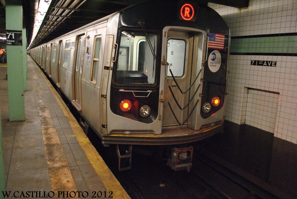 (292k, 1024x687)<br><b>Country:</b> United States<br><b>City:</b> New York<br><b>System:</b> New York City Transit<br><b>Line:</b> IND Queens Boulevard Line<br><b>Location:</b> 71st/Continental Aves./Forest Hills <br><b>Route:</b> R<br><b>Car:</b> R-160A (Option 1) (Alstom, 2008-2009, 5 car sets)  9558 <br><b>Photo by:</b> Wilfredo Castillo<br><b>Date:</b> 8/24/2012<br><b>Viewed (this week/total):</b> 0 / 936