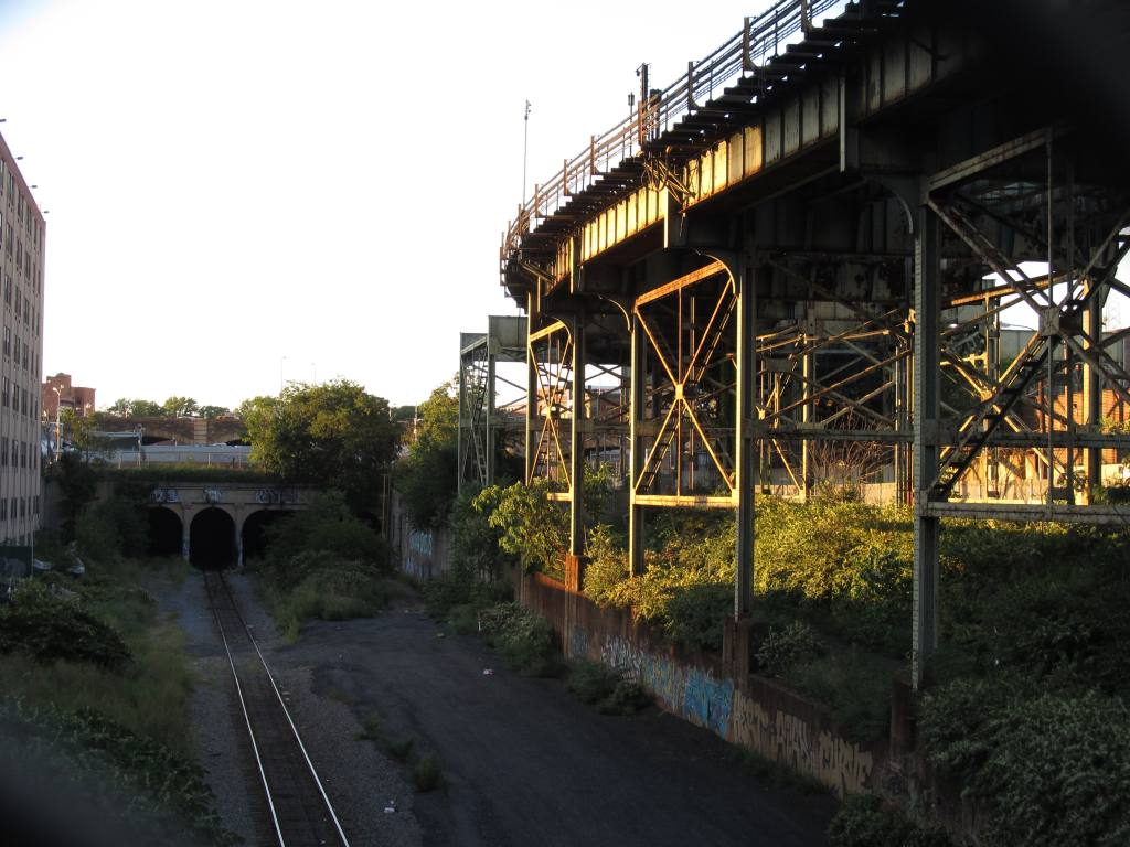 (136k, 1024x768)<br><b>Country:</b> United States<br><b>City:</b> New York<br><b>System:</b> New York City Transit<br><b>Line:</b> BMT Canarsie Line<br><b>Location:</b> Atlantic Avenue <br><b>Photo by:</b> Robbie Rosenfeld<br><b>Date:</b> 8/29/2012<br><b>Notes:</b> South of Atlantic Ave station- view of Bay Ridge line<br><b>Viewed (this week/total):</b> 1 / 1252