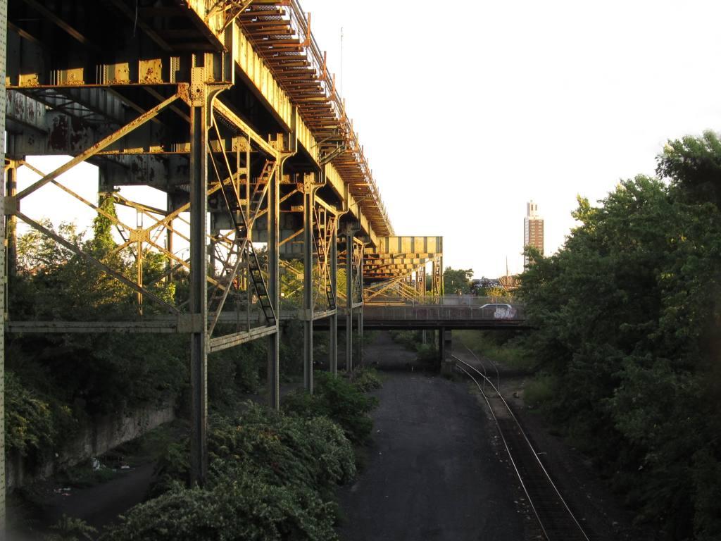 (138k, 1024x768)<br><b>Country:</b> United States<br><b>City:</b> New York<br><b>System:</b> New York City Transit<br><b>Line:</b> BMT Canarsie Line<br><b>Location:</b> Atlantic Avenue <br><b>Photo by:</b> Robbie Rosenfeld<br><b>Date:</b> 8/29/2012<br><b>Notes:</b> South of Atlantic Ave station- view of Bay Ridge line<br><b>Viewed (this week/total):</b> 2 / 1247