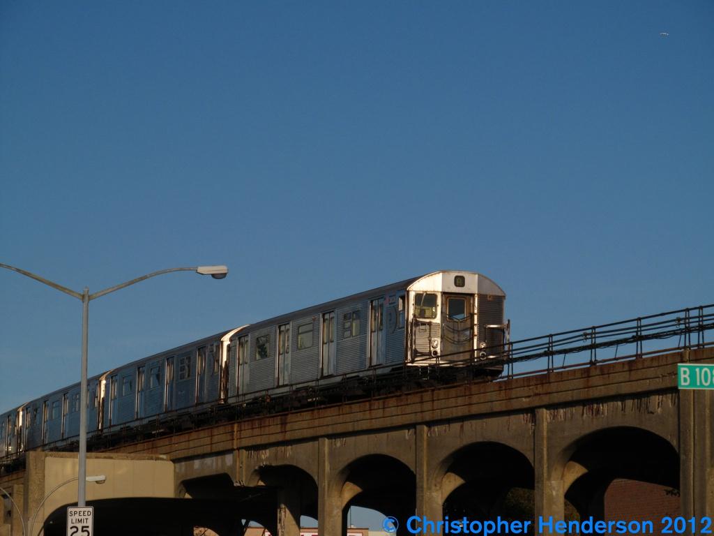 (185k, 1024x768)<br><b>Country:</b> United States<br><b>City:</b> New York<br><b>System:</b> New York City Transit<br><b>Line:</b> IND Rockaway<br><b>Location:</b> Beach 105th Street/Seaside <br><b>Route:</b> A<br><b>Car:</b> R-32 (Budd, 1964)  3828 <br><b>Photo by:</b> Christopher Henderson<br><b>Date:</b> 9/26/2012<br><b>Viewed (this week/total):</b> 0 / 1133