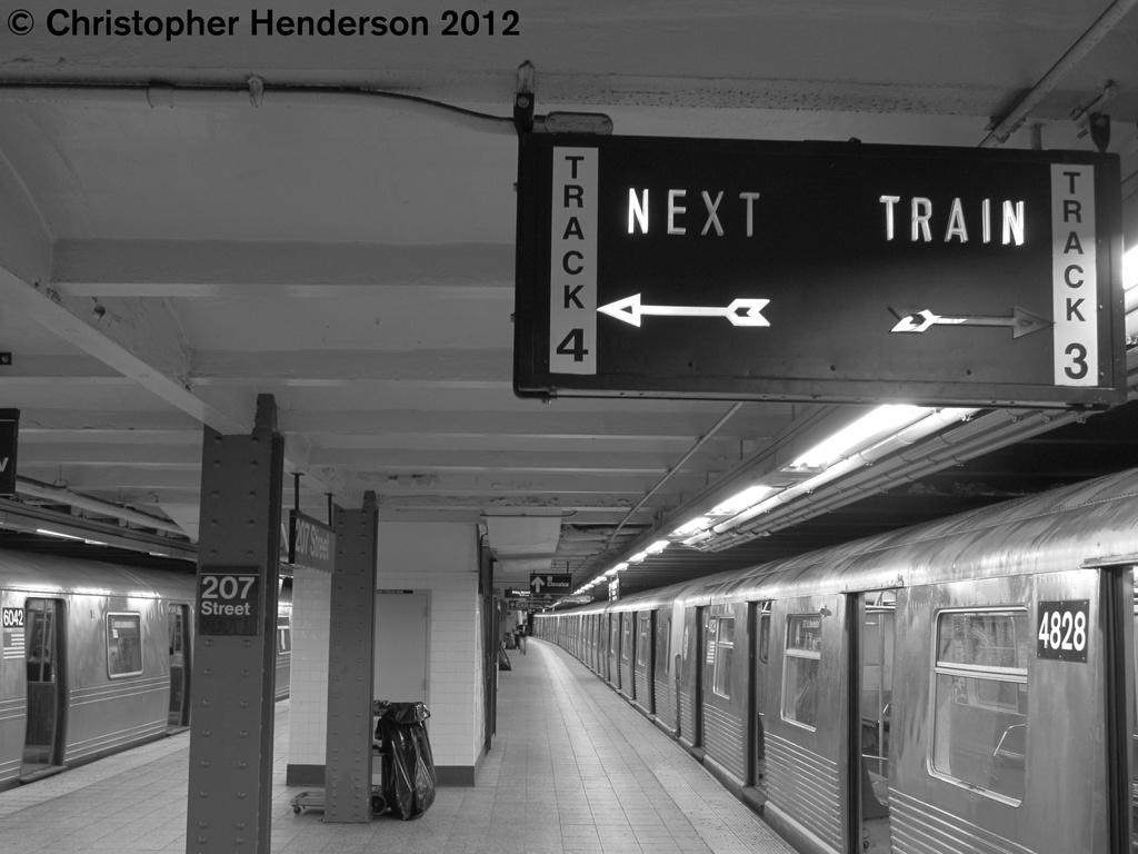 (204k, 1024x768)<br><b>Country:</b> United States<br><b>City:</b> New York<br><b>System:</b> New York City Transit<br><b>Line:</b> IND 8th Avenue Line<br><b>Location:</b> 207th Street <br><b>Route:</b> A<br><b>Car:</b> R-42 (St. Louis, 1969-1970)  4828 <br><b>Photo by:</b> Christopher Henderson<br><b>Date:</b> 9/28/2012<br><b>Viewed (this week/total):</b> 0 / 1330