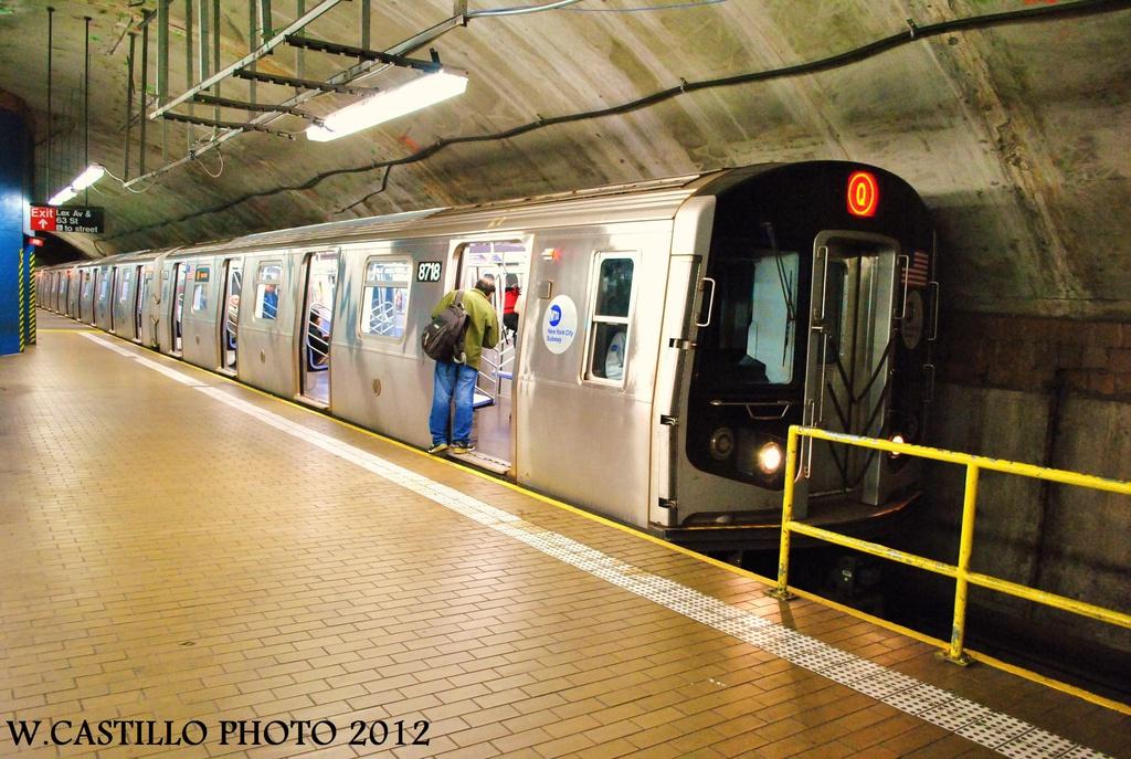 (352k, 1024x687)<br><b>Country:</b> United States<br><b>City:</b> New York<br><b>System:</b> New York City Transit<br><b>Line:</b> IND 63rd Street<br><b>Location:</b> Lexington Avenue-63rd Street <br><b>Route:</b> Q<br><b>Car:</b> R-160B (Kawasaki, 2005-2008)  8718 <br><b>Photo by:</b> Wilfredo Castillo<br><b>Date:</b> 9/24/2012<br><b>Viewed (this week/total):</b> 2 / 1914