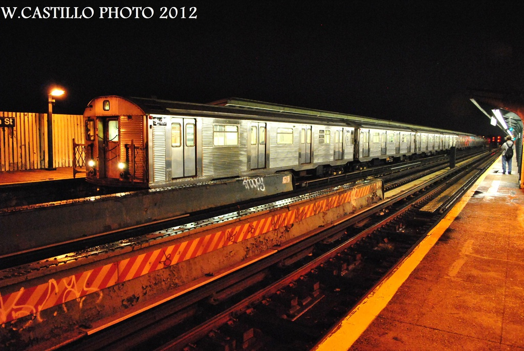 (332k, 1024x687)<br><b>Country:</b> United States<br><b>City:</b> New York<br><b>System:</b> New York City Transit<br><b>Line:</b> IND Fulton Street Line<br><b>Location:</b> 80th Street/Hudson Street <br><b>Route:</b> A<br><b>Car:</b> R-32 (Budd, 1964)  3426 <br><b>Photo by:</b> Wilfredo Castillo<br><b>Date:</b> 9/23/2012<br><b>Viewed (this week/total):</b> 1 / 795