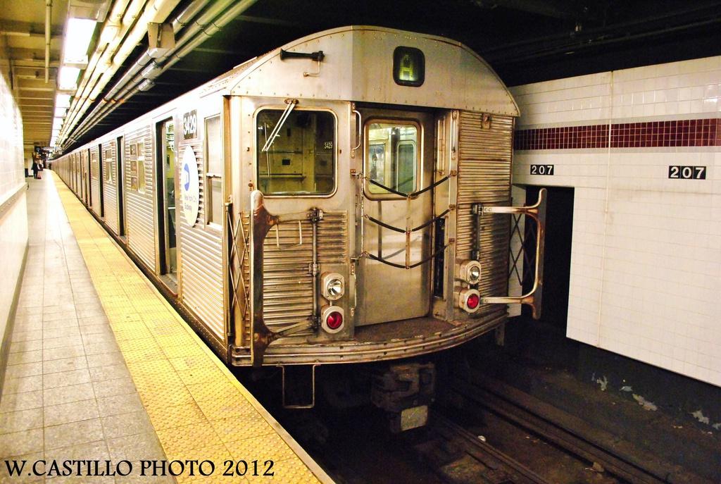 (354k, 1024x687)<br><b>Country:</b> United States<br><b>City:</b> New York<br><b>System:</b> New York City Transit<br><b>Line:</b> IND 8th Avenue Line<br><b>Location:</b> 207th Street <br><b>Route:</b> A<br><b>Car:</b> R-32 (Budd, 1964)  3429 <br><b>Photo by:</b> Wilfredo Castillo<br><b>Date:</b> 9/28/2012<br><b>Viewed (this week/total):</b> 3 / 833
