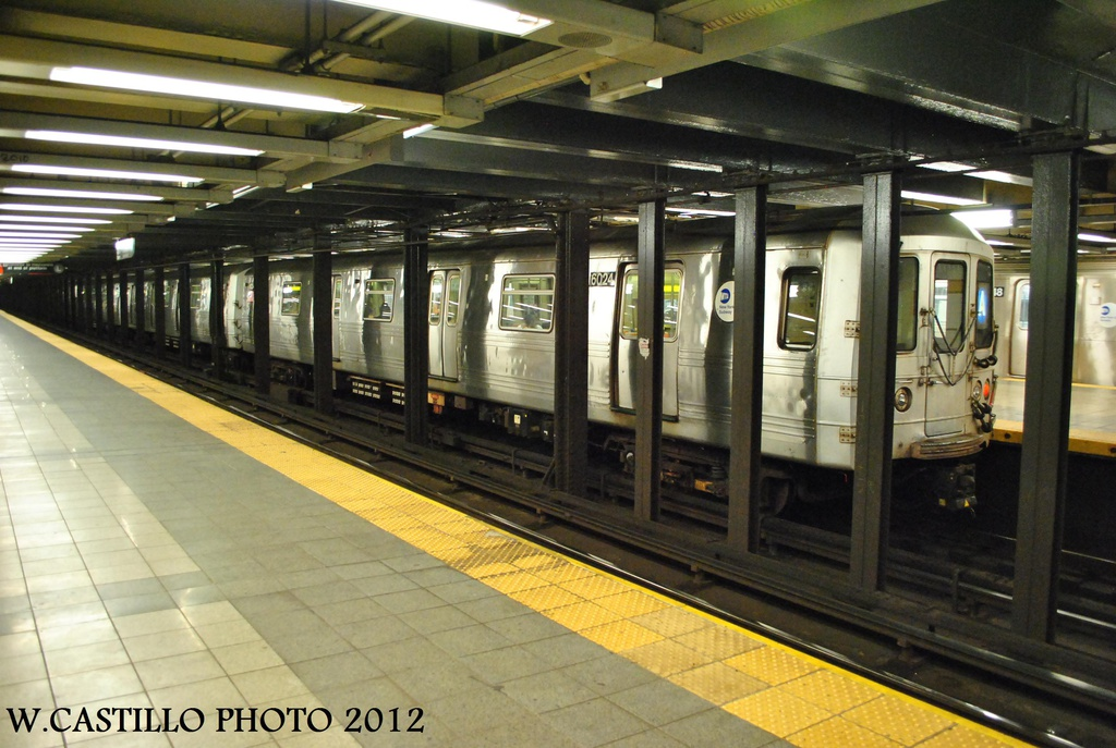 (309k, 1024x687)<br><b>Country:</b> United States<br><b>City:</b> New York<br><b>System:</b> New York City Transit<br><b>Line:</b> IND 8th Avenue Line<br><b>Location:</b> 14th Street <br><b>Route:</b> A<br><b>Car:</b> R-46 (Pullman-Standard, 1974-75) 6024 <br><b>Photo by:</b> Wilfredo Castillo<br><b>Date:</b> 9/28/2012<br><b>Viewed (this week/total):</b> 0 / 713