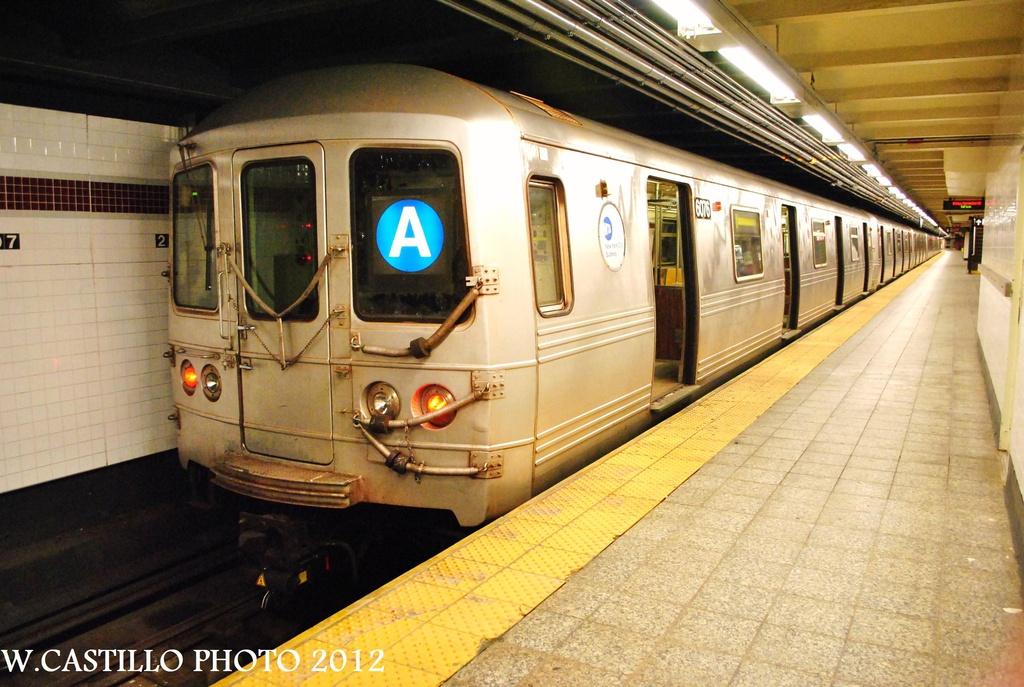 (330k, 1024x687)<br><b>Country:</b> United States<br><b>City:</b> New York<br><b>System:</b> New York City Transit<br><b>Line:</b> IND 8th Avenue Line<br><b>Location:</b> 207th Street <br><b>Route:</b> A<br><b>Car:</b> R-46 (Pullman-Standard, 1974-75) 6076 <br><b>Photo by:</b> Wilfredo Castillo<br><b>Date:</b> 9/28/2012<br><b>Viewed (this week/total):</b> 5 / 936