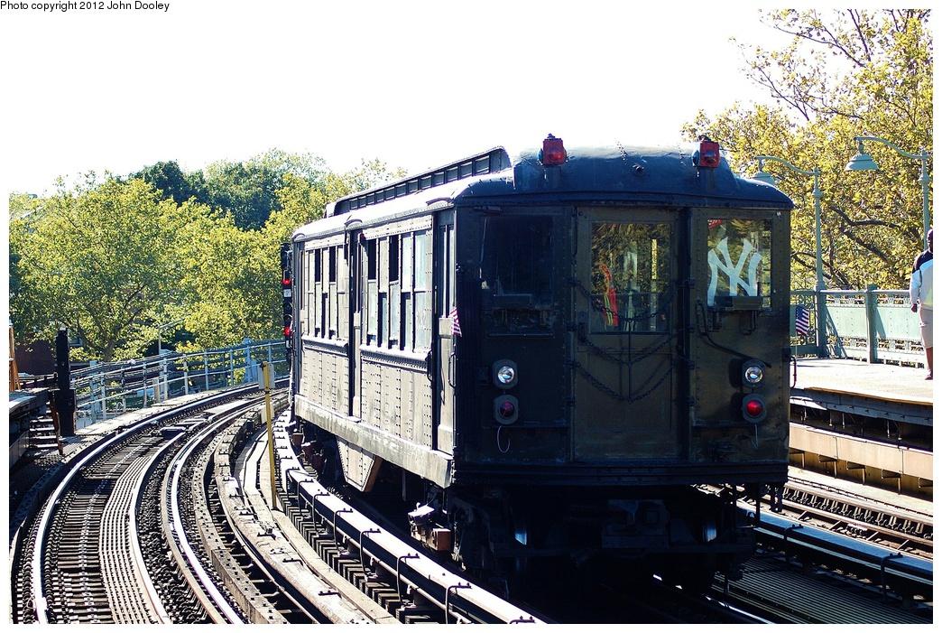 (433k, 1044x701)<br><b>Country:</b> United States<br><b>City:</b> New York<br><b>System:</b> New York City Transit<br><b>Line:</b> IRT White Plains Road Line<br><b>Location:</b> Jackson Avenue <br><b>Route:</b> Fan Trip<br><b>Car:</b> Low-V (Museum Train) 5292 <br><b>Photo by:</b> John Dooley<br><b>Date:</b> 10/11/2012<br><b>Viewed (this week/total):</b> 0 / 823