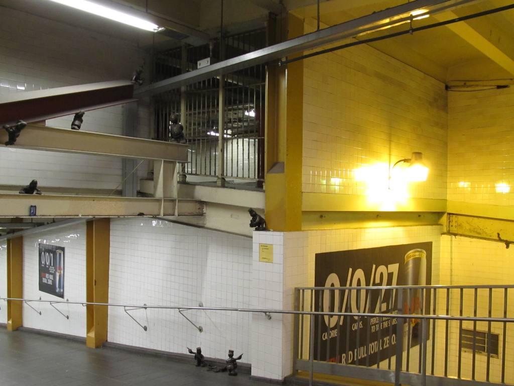 (103k, 1024x768)<br><b>Country:</b> United States<br><b>City:</b> New York<br><b>System:</b> New York City Transit<br><b>Line:</b> IND 8th Avenue Line<br><b>Location:</b> 14th Street <br><b>Photo by:</b> Robbie Rosenfeld<br><b>Date:</b> 10/10/2012<br><b>Notes:</b> Closed passageway to 7th Ave viewed thru bars.<br><b>Viewed (this week/total):</b> 0 / 1158