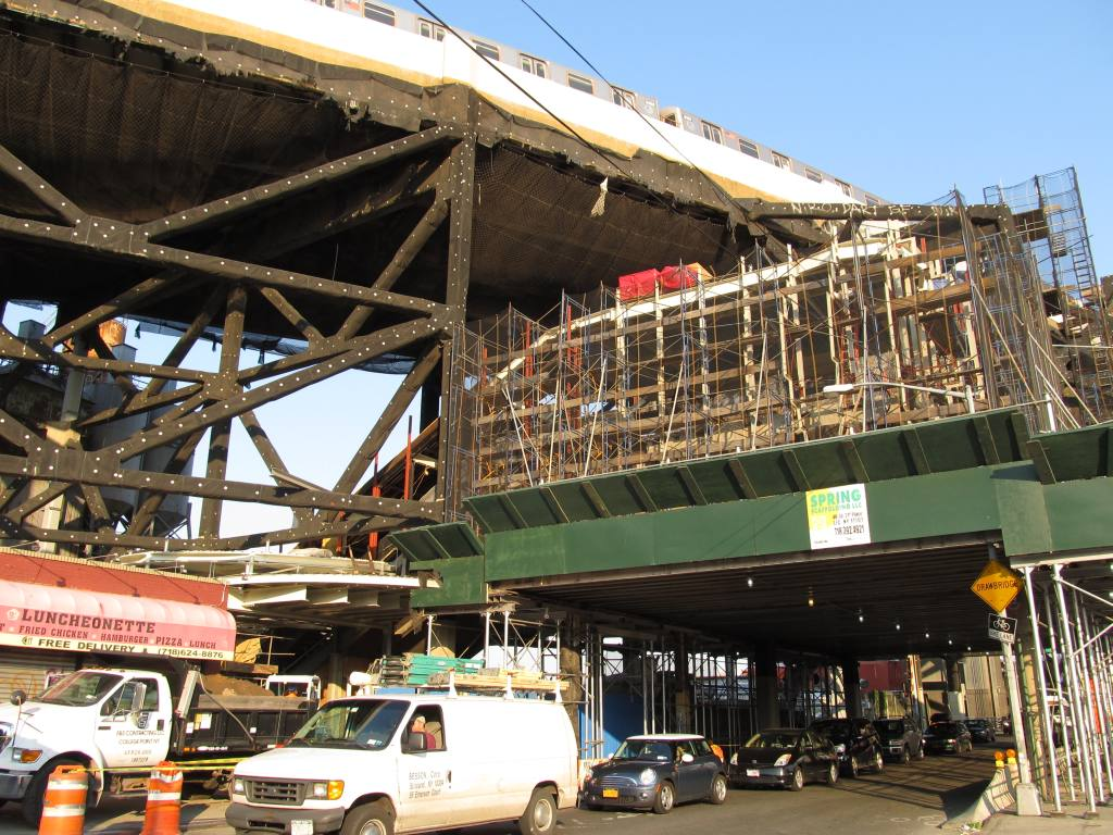 (166k, 1024x768)<br><b>Country:</b> United States<br><b>City:</b> New York<br><b>System:</b> New York City Transit<br><b>Line:</b> IND Crosstown Line<br><b>Location:</b> Smith/9th Street <br><b>Photo by:</b> Robbie Rosenfeld<br><b>Date:</b> 9/13/2012<br><b>Viewed (this week/total):</b> 2 / 1177