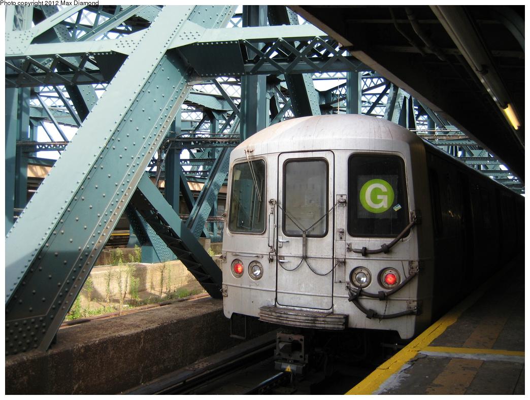 (361k, 1044x788)<br><b>Country:</b> United States<br><b>City:</b> New York<br><b>System:</b> New York City Transit<br><b>Line:</b> IND Crosstown Line<br><b>Location:</b> Smith/9th Street <br><b>Route:</b> G<br><b>Car:</b> R-46 (Pullman-Standard, 1974-75)  <br><b>Photo by:</b> Max Diamond<br><b>Date:</b> 8/23/2008<br><b>Viewed (this week/total):</b> 1 / 665