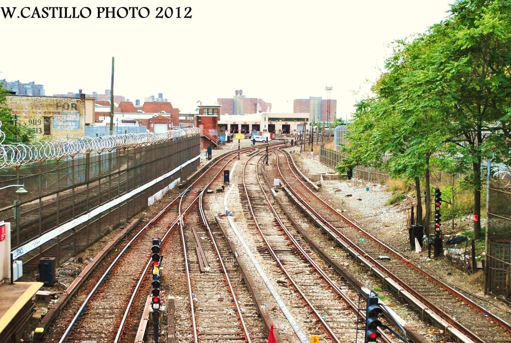 (447k, 1024x687)<br><b>Country:</b> United States<br><b>City:</b> New York<br><b>System:</b> New York City Transit<br><b>Line:</b> BMT Sea Beach Line<br><b>Location:</b> 86th Street <br><b>Photo by:</b> Wilfredo Castillo<br><b>Date:</b> 10/15/2012<br><b>Viewed (this week/total):</b> 0 / 1196