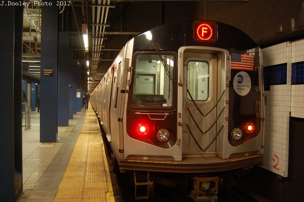 (290k, 1024x680)<br><b>Country:</b> United States<br><b>City:</b> New York<br><b>System:</b> New York City Transit<br><b>Line:</b> IND 6th Avenue Line<br><b>Location:</b> Broadway/Lafayette <br><b>Route:</b> F<br><b>Car:</b> R-160A (Option 1) (Alstom, 2008-2009, 5 car sets)  9302 <br><b>Photo by:</b> John Dooley<br><b>Date:</b> 10/22/2012<br><b>Viewed (this week/total):</b> 1 / 1000