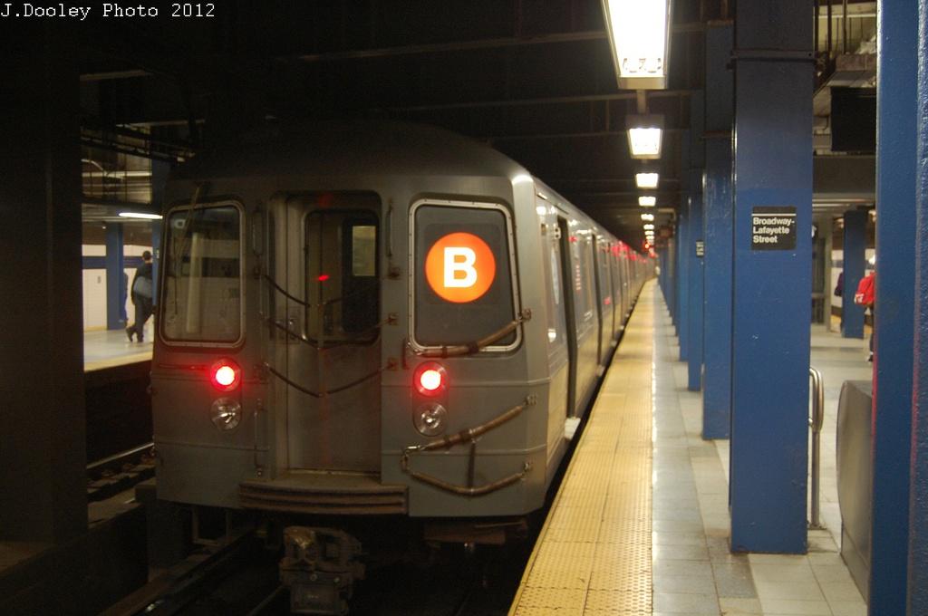 (238k, 1024x680)<br><b>Country:</b> United States<br><b>City:</b> New York<br><b>System:</b> New York City Transit<br><b>Line:</b> IND 6th Avenue Line<br><b>Location:</b> Broadway/Lafayette <br><b>Route:</b> B<br><b>Car:</b> R-68A (Kawasaki, 1988-1989)  5104 <br><b>Photo by:</b> John Dooley<br><b>Date:</b> 10/22/2012<br><b>Viewed (this week/total):</b> 3 / 946