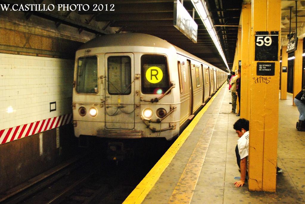(318k, 1024x687)<br><b>Country:</b> United States<br><b>City:</b> New York<br><b>System:</b> New York City Transit<br><b>Line:</b> BMT 4th Avenue<br><b>Location:</b> 59th Street <br><b>Route:</b> R<br><b>Car:</b> R-46 (Pullman-Standard, 1974-75) 5816 <br><b>Photo by:</b> Wilfredo Castillo<br><b>Date:</b> 10/15/2012<br><b>Viewed (this week/total):</b> 3 / 1486