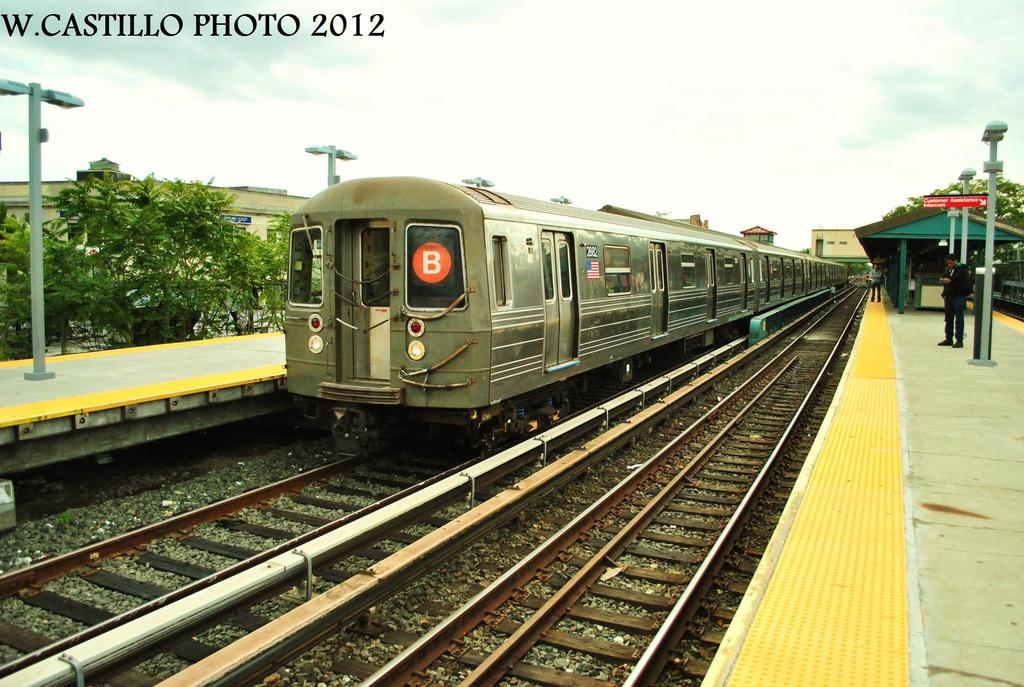 (340k, 1024x687)<br><b>Country:</b> United States<br><b>City:</b> New York<br><b>System:</b> New York City Transit<br><b>Line:</b> BMT Brighton Line<br><b>Location:</b> Kings Highway <br><b>Route:</b> B<br><b>Car:</b> R-68 (Westinghouse-Amrail, 1986-1988)  2862 <br><b>Photo by:</b> Wilfredo Castillo<br><b>Date:</b> 10/15/2012<br><b>Viewed (this week/total):</b> 1 / 876